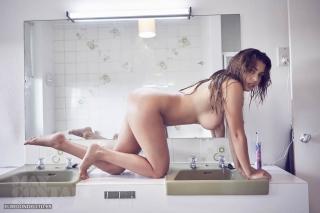 Holly_Peers_topless_elredondelito-es_031