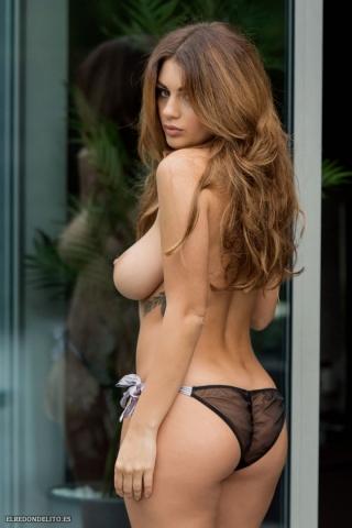 Holly_Peers_topless_elredondelito-es_036