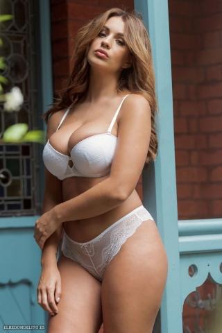 Holly_Peers_topless_elredondelito-es_040