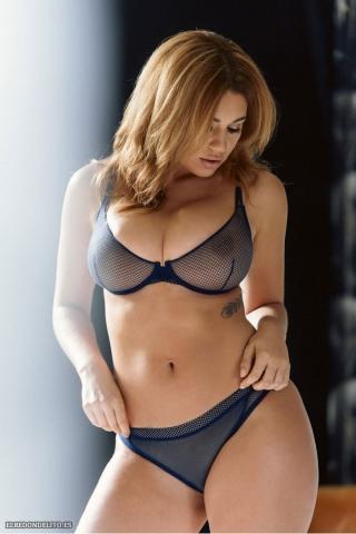 Holly_Peers_topless_elredondelito-es_041