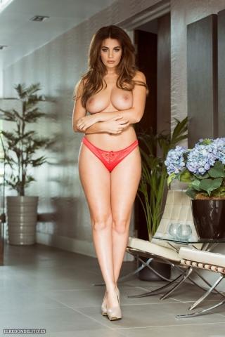 Holly_Peers_topless_elredondelito-es_074