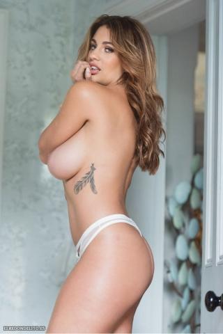 Holly_Peers_topless_elredondelito-es_090