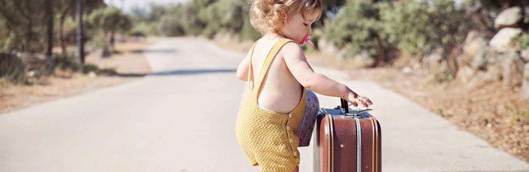 En México debes llevar una maleta vacía por la calle a medianoche si deseas viajar el próximo año. Aquellos que quieren conocer nuevos lugares o vivir aventuras suelen hacerlo como tradición.