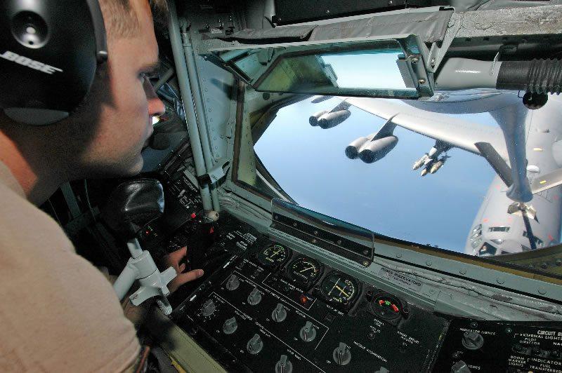 KC-135_Stratotanker_boom_operator