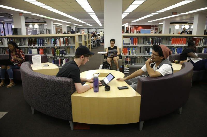 La nueva juventud digital que ha creado una fractura generacional demasiado acentuada