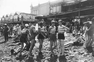 La moralidad en tiempos de Franco: los trajes de baño y la moralidad de las playas.