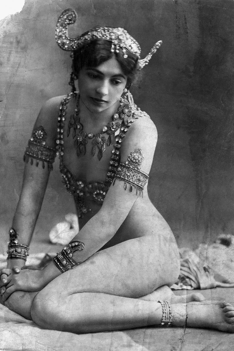 Otra imagen de Mata Hari enseñando carne.