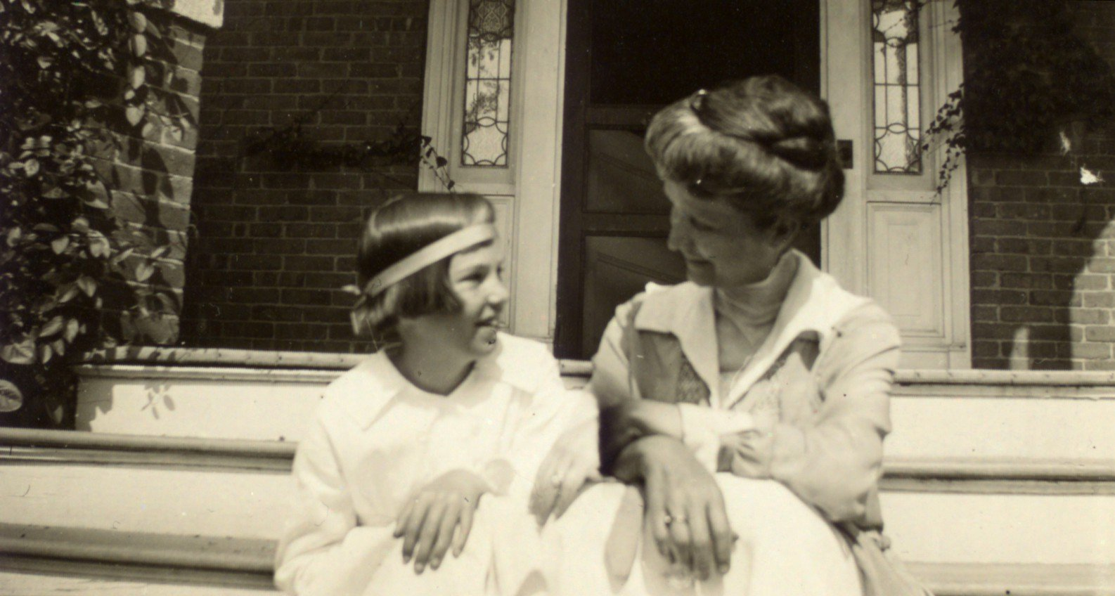Fotografía de Elizabeth Hughes con su madre, 1918