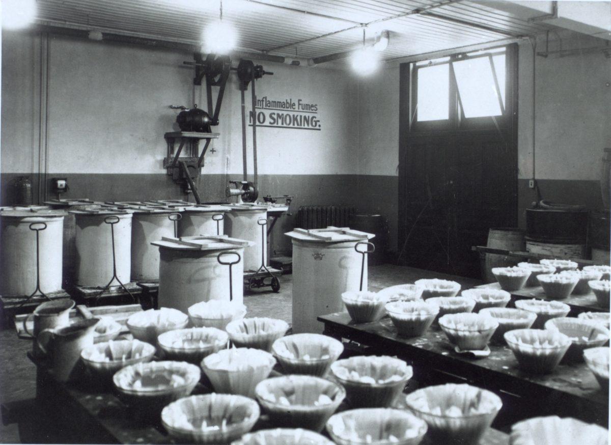 Fotografía del equipamineto de laboratorio aprox. 1923