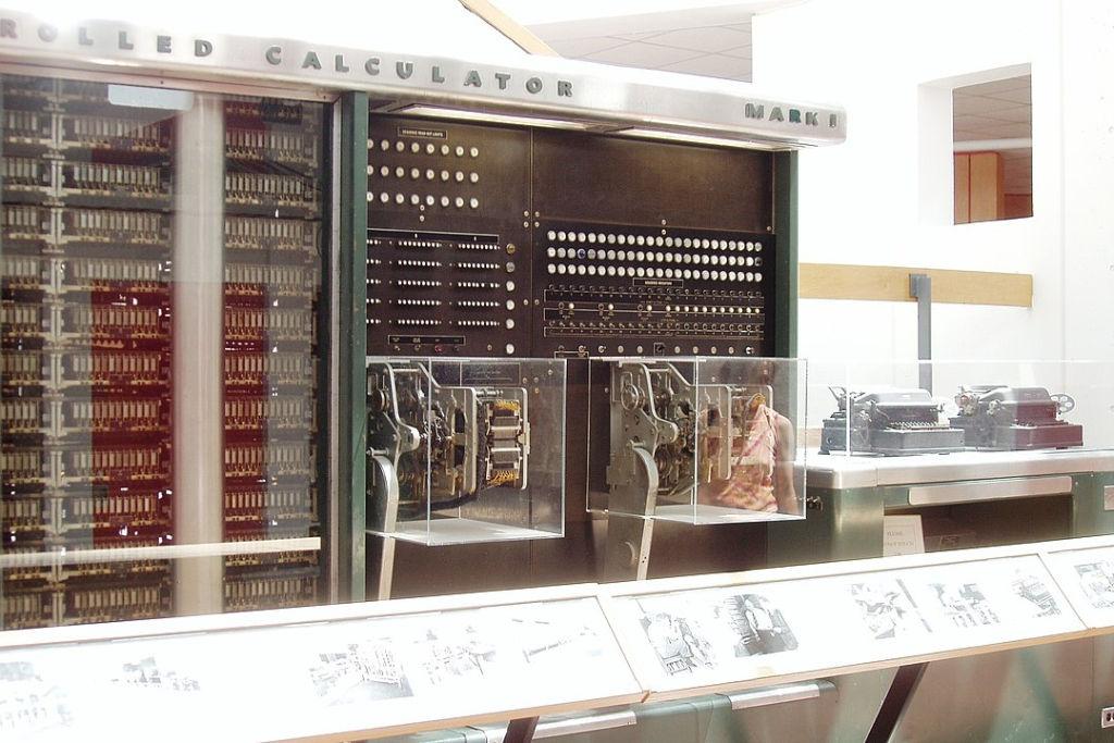 Mark I fue la primer computadora electromecánica construida.