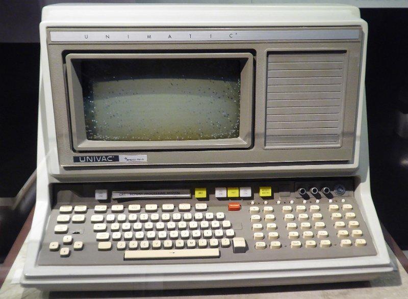Un sistema de computadora de escritorio Univac (418 CRT-RPS, 1968)