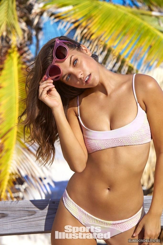 Sports_Illustrated_Barbara_Palvin_Sexy_2017_015