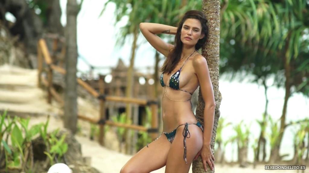 Sports_Illustrated_Bianca_Balti_Sexy_&_Topless_2017_110