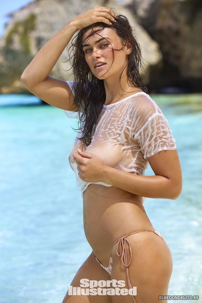 Sports_Illustrated_Myla_Dalbesio_Sexy_2017_005