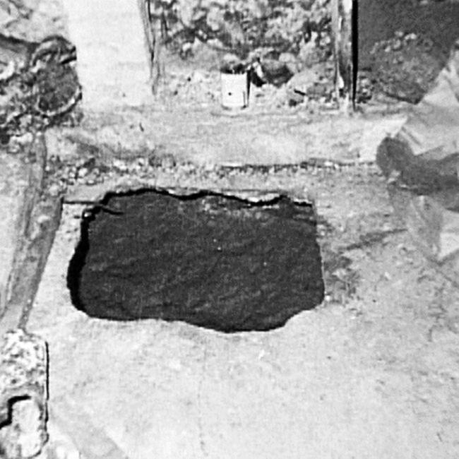 Entrada del pozo que tenía en su sótano donde encerraba a las mujeres secuestradas