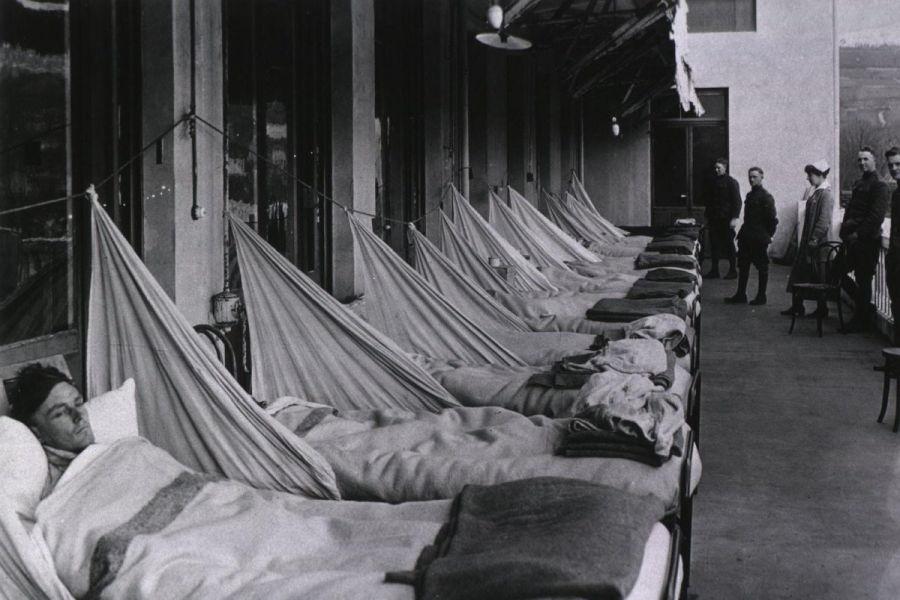 Un hospital de emergencia en Kansas durante la epidemia de gripe de 1918