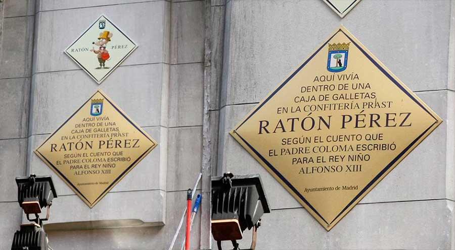Placa cnmemorative de la casa del Ratoncito Pérez