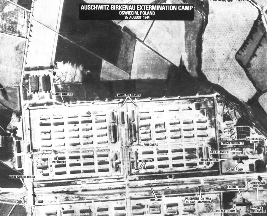 Una fotografía aérea de reconocimiento que muestra Auschwitz-Birkenau.