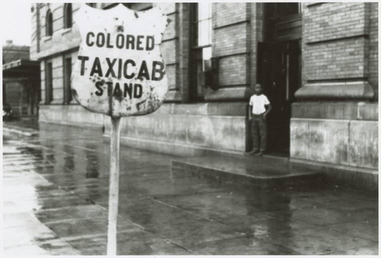 Parada de taxis específica para personas de color. Nueva York.