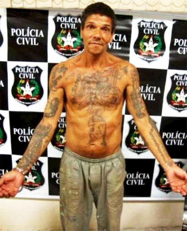 Pedro Rodigues mostrando todos sus tatuajes